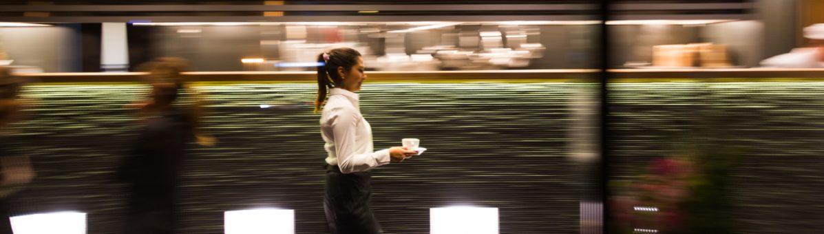 an-dining-waitress-hero