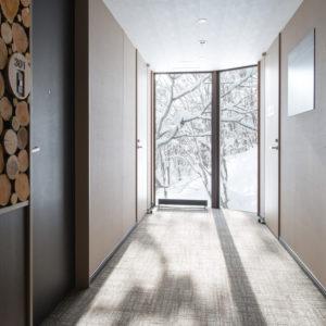 館内客室フロアと冬景色