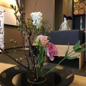 Flower arrangement by Ki Niseko guest at workshop.