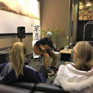 Kenji Takiguchi playing afternoon tunes in the Ki lobby.