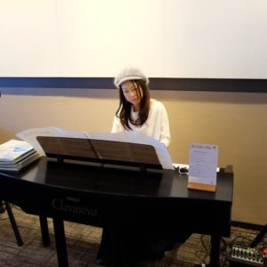 Emi Metcalf on piano.
