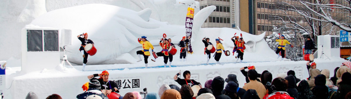 Enjoy performances during the festival.