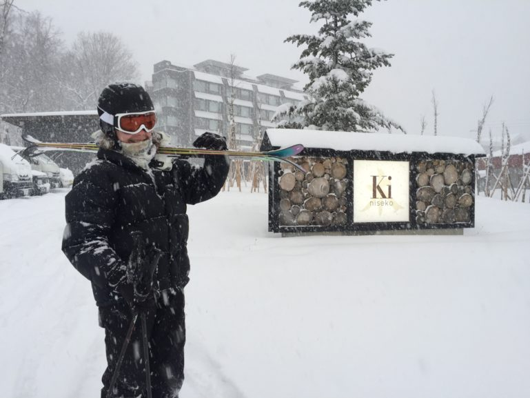 2015 12 04 Skiier Ki Niseko Blizzard Snow