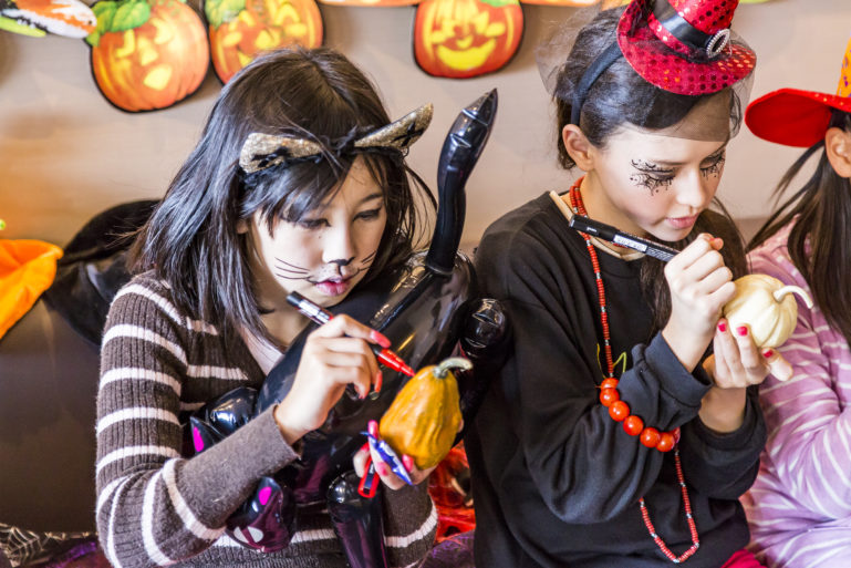 Kids At Halloween Event Ki 2016