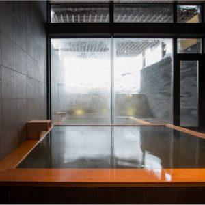 室内浴室の湯船
