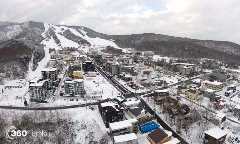 niseko-hirafu-village-2014-11-17